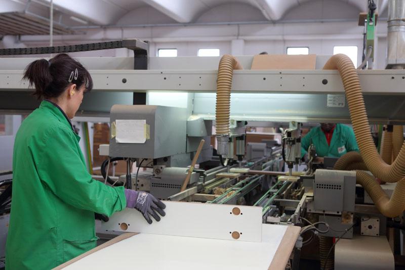 Materiale forato in lavorazione